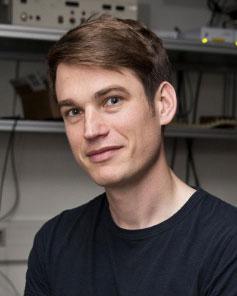 Prof. Simon Groeblacher